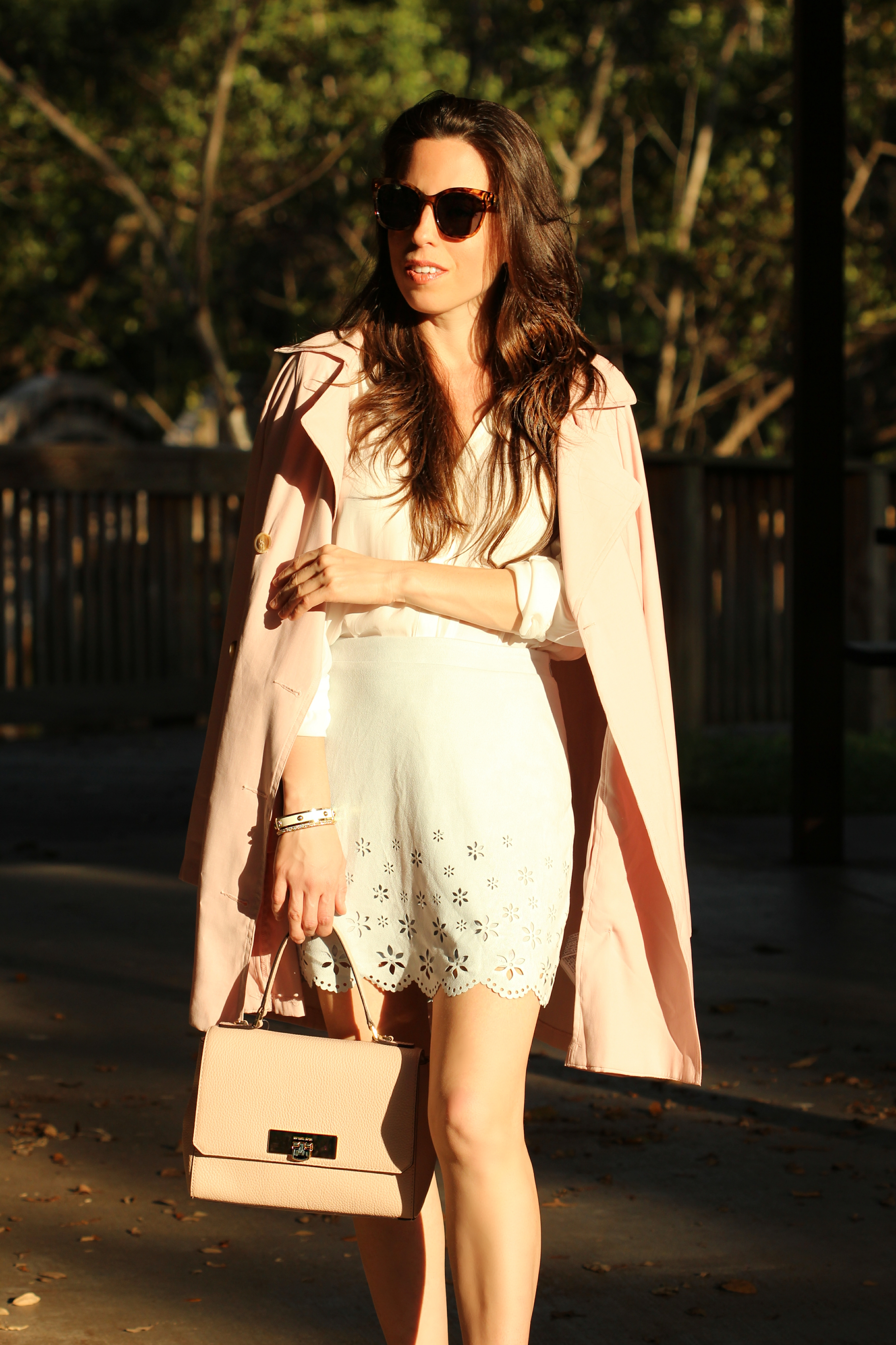 How to wear a pink trench.coat