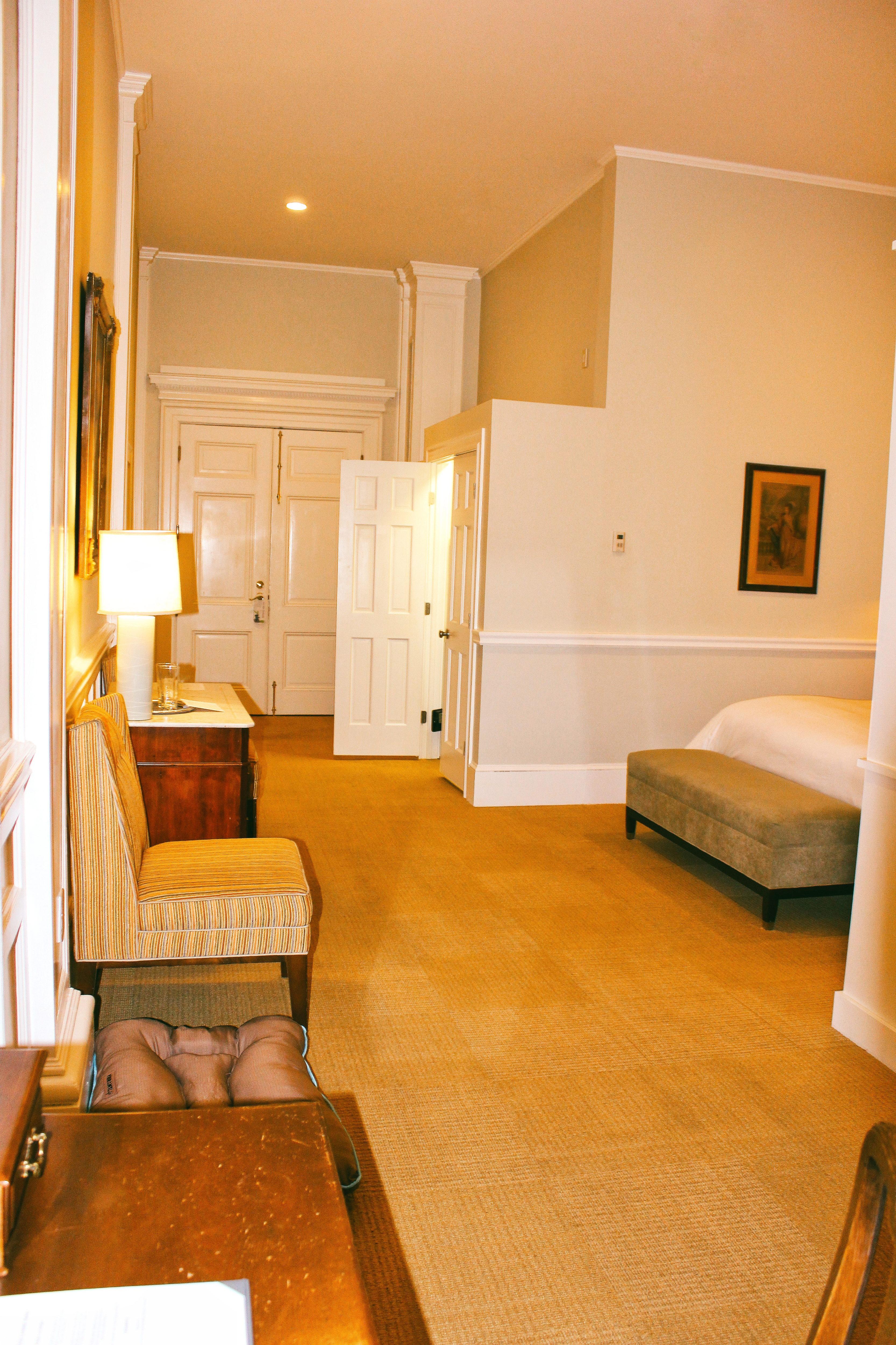 rooms-at-the-vanderbilt-hotel-in-newport